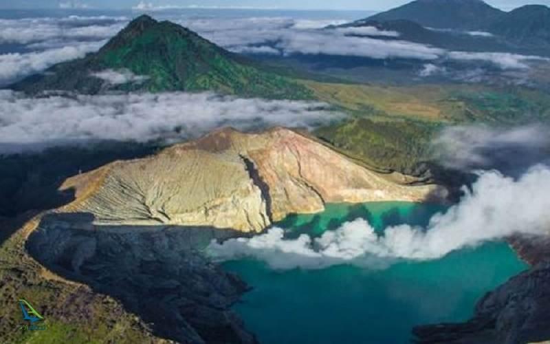 دریاچه ای اسیدی در کوه های اندونزی